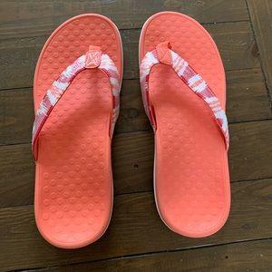 Vionic thong sandals size 8